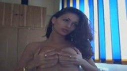 O studenta se masturbeaza la webcam