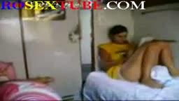 O blonda suge pula in tren