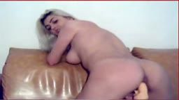 Anamaria se joaca cu pasarica la webcam