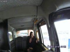 Romanca Sensual Jane fututa de un taximetrist in Anglia